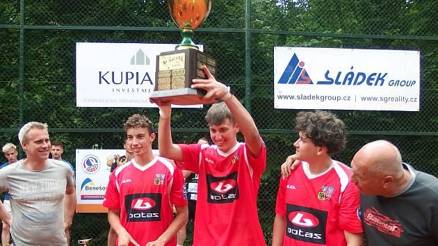 Vítězem nohejbalového turnaje Šacung Cup se stal tým Dorostenci ČR.