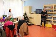 Setkání seniorů v benešovské knihovně.