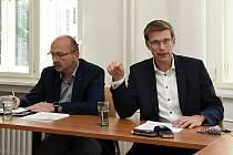 Na snímku zprava: kandidát na hejtmana Martin Kupka a někdejší předseda představenstva benešovské nemocnice Pavel Pavlík.