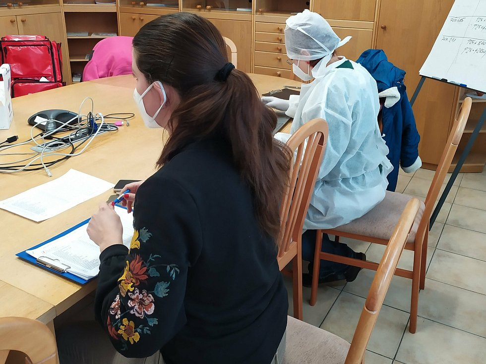 Testování zaměstnanců na přítomnost koronaviru ve firmě Baest v Benešově.
