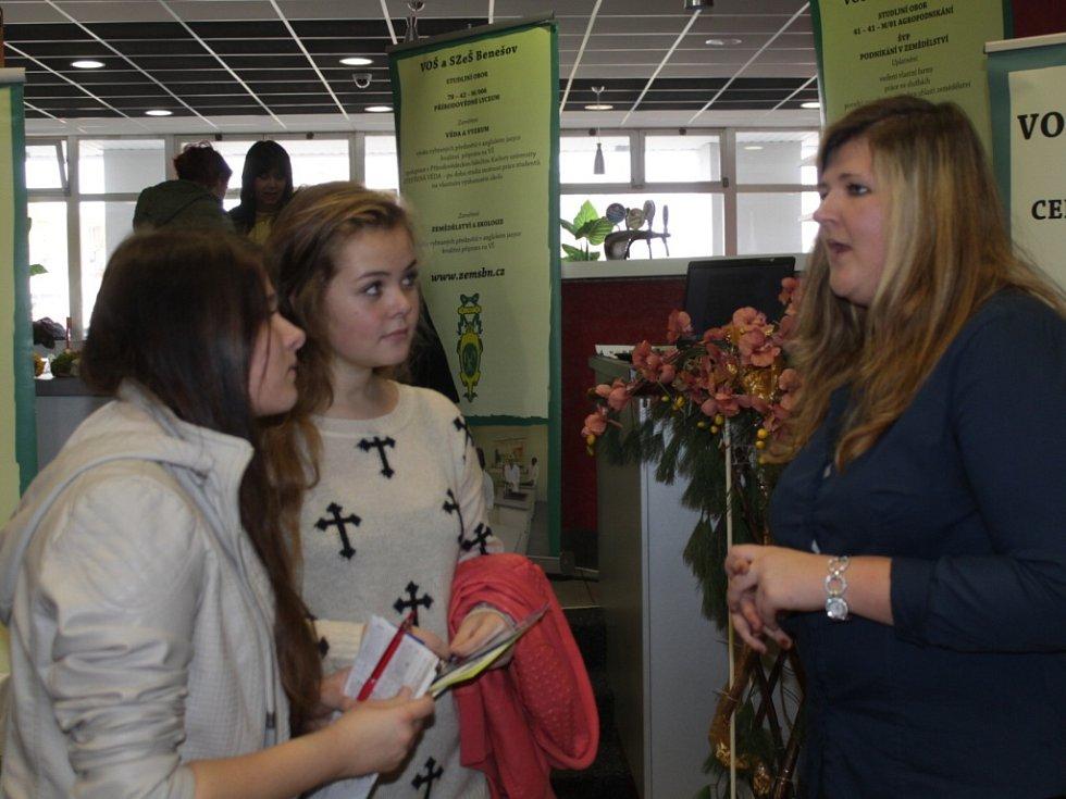 Burza škol v KC Karlov je mezi žáky devátých tříd základních škol velmi populární.