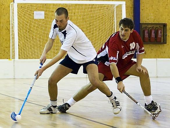 Filip Horálek, benešovský obránce (vpravo), byl důležitým článkem  mužstva s Ekonomem Praha, když gól vstřelil a na jeden přihrával. Foto:
