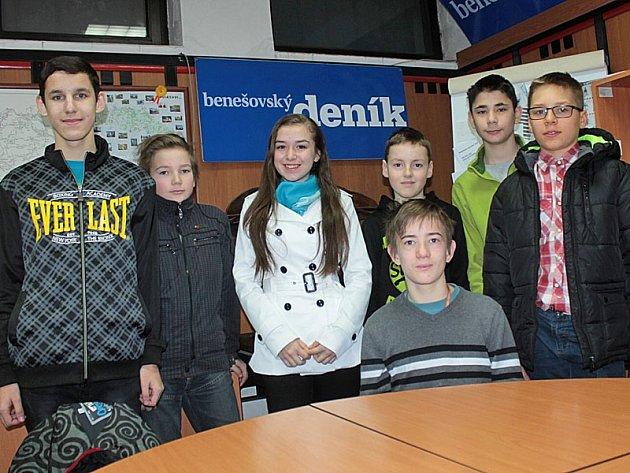 Redakce školního časopisu Labyrint při stáži v Benešovském deníku.