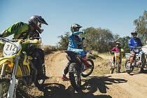 LIBOR PODMOL letos zorganizoval kemp, na kterém učil nováčky jak skákat s motorkou. Podobnou akci hodlá připravit také v následujícím roce.