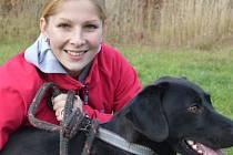 Studentky oboru veterinářství střední zemědělské školy založily pro podporu maršovického útulku školní reálnou firmu.