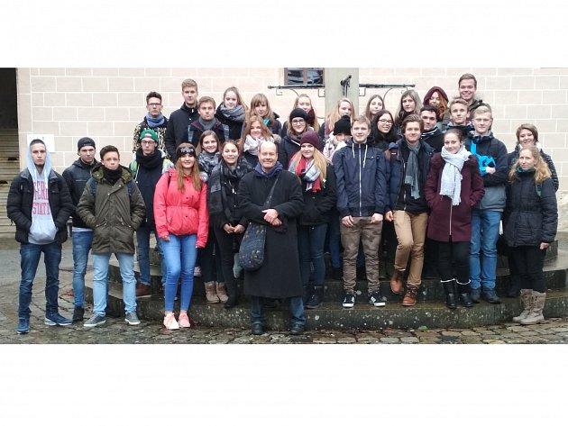 Studenti z Vlašimi se svými hostiteli z Albstadtu.