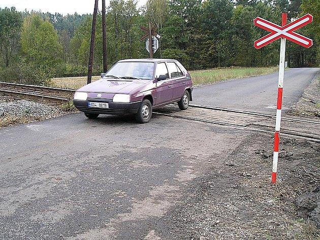 Oprava trati z Čerčan do Týnce nad Sázavou.