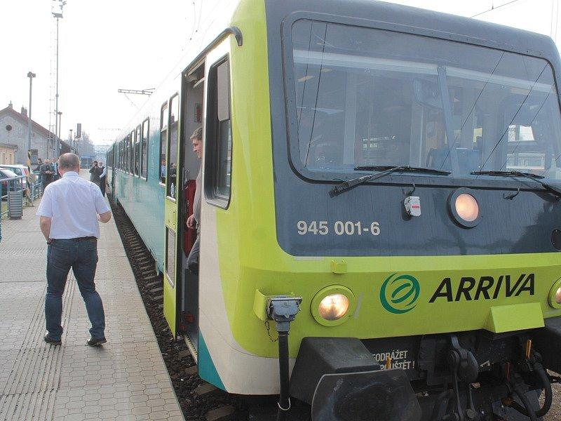 Spěšné  vlaky Arriva z Benešova do Prahy + expres do Českého Krumlova a Nové Pece u Lipna zajistí zmodernizované motorové jednotky řady 845.
