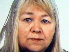 Pohřešované Aleně Štěpničkové je 66 let, má střední postavu vysokou 160 až 175 cm, na vlasech má melír a modré oči. Oblečená byla do černých kalhot, světlé bundy  a na hlavě měla černou pletenou čepici. Nesla černou kabelku a tři igelitové tašky.