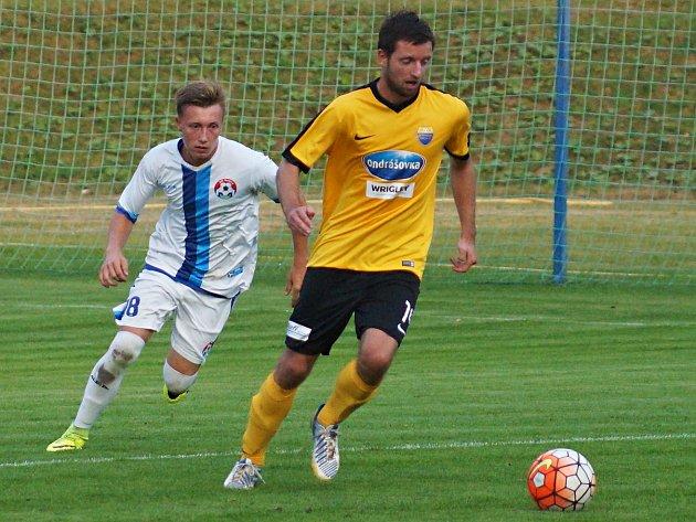 Postup do třetího kola Středočeského krajského fotbalového poháru AGRO CS se probojovali fotbalisté Votic, kteří po penaltovém rozstřelu pokořili Poříčí nad Sázavou.