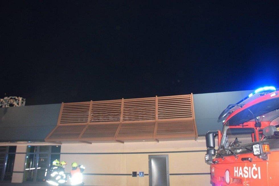 V Čestlicích hořela restaurace Mc Donald's.