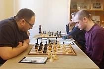K největším oporám Vlašimi B v Krajském přeboru patří Ivo Hradecký (vpravo). I v Mladé Boleslavi si se soupeřem poradil.