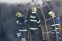 Požár nedaleko Benešova u Rosůva mlýna se obešel bez zranění na životech. K újmě přišli chovatelé drobného zvířectva, kteří zde mají kolonii.