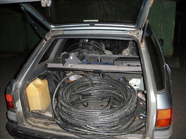 Ukradený měděný kabel pozornosti neunikl.