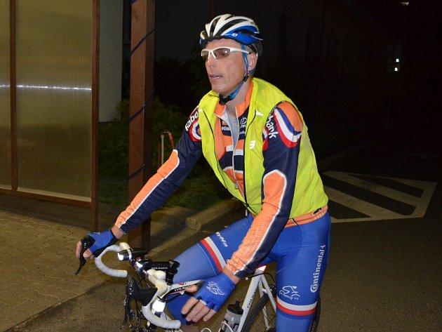 Cyklistický maraton handicapovaných a pro handicapované se zastavil i v Rehabilitačním ústavu Kladruby.