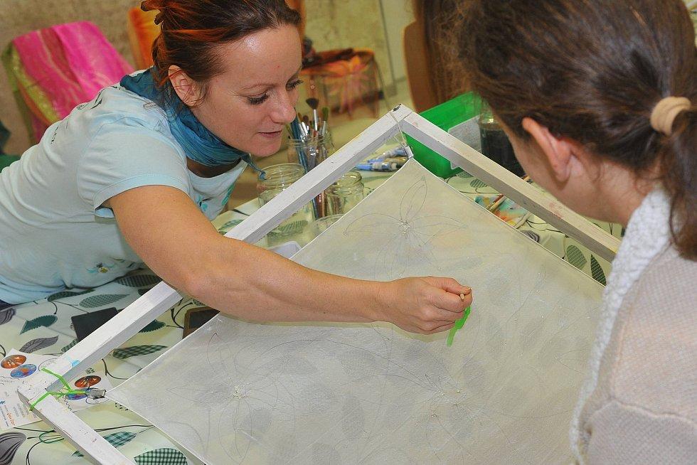 Workshop malování na hedvábí ve Vodním domě.