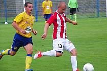 Žižkovský Pavel Hašek uniká benešovskému Martinu Turkovi.