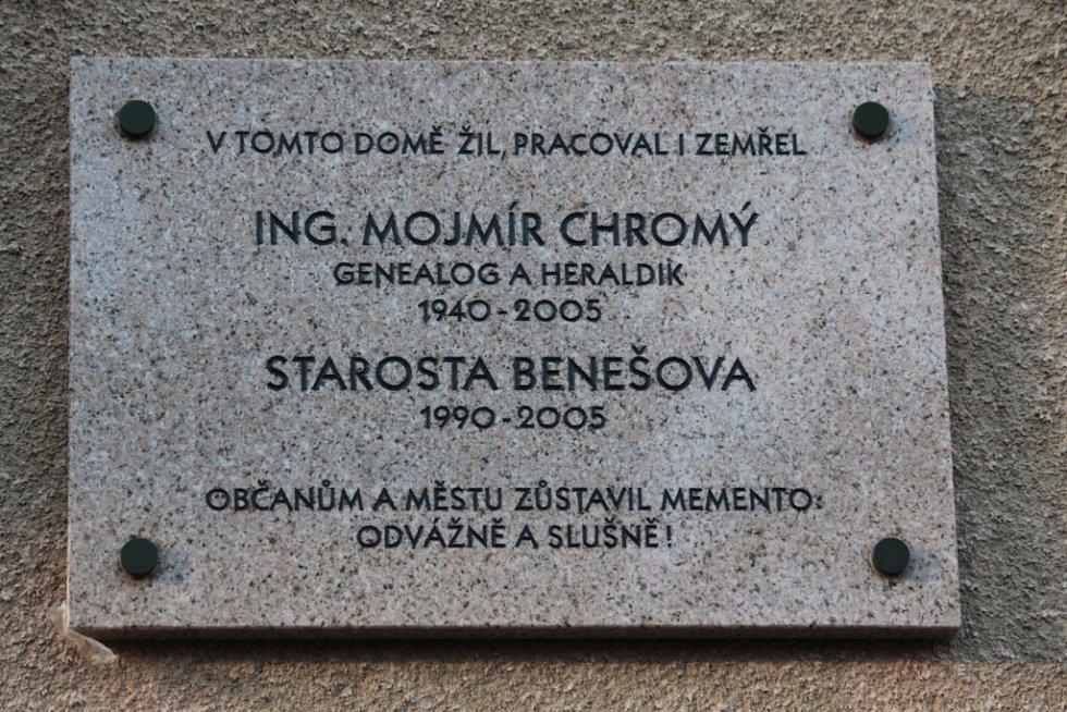 Odhalování pamětní desky na domě Mojmíra Chromého.