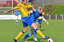 Jan Jícha (v modrém) protrhl s Varnsdorfem střeleckou jarní smůlu.
