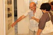 Na vernisáž výstavy dorazilo nejen vedení Benešova, ale i spoluautor expozice Josef Nerad či benešovský pamětník František Šturc.