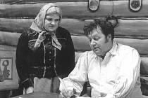 Divadelní představení Lucerna v podání načeradských ochotníků 9. ledna 1975. Na fotce: Miroslav Zeman, Marie Svitáková.