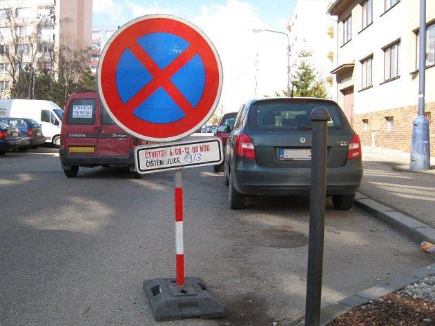Ve čtvrtek 19. března od 6 do 12 by řidiči, kteří pojedou ulicí Na Bezděkově, měli být opatrnější. TS Benešov budou silnici čistit