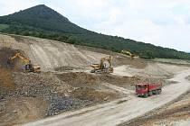 Takto poznamenala výstavba dálnice přírodu v Českém středohoří u Lovosic.