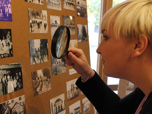Výstavu historických fotografií zhlédli zájemci v louňovické galerii.