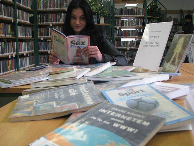 Ilustarační foto: V knihovnách lze najít skutečně zajímavou četbu a zklamáni z výběru nebudou mladí ani ti starší