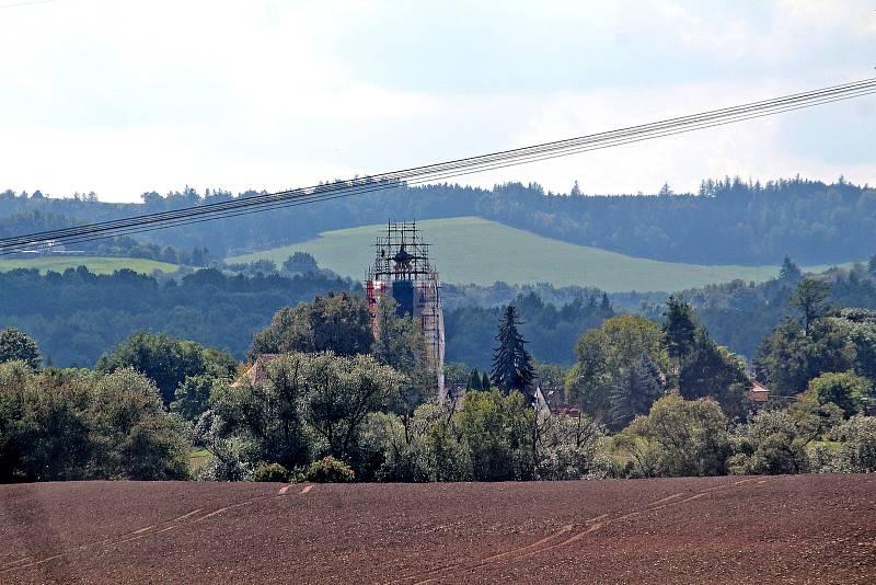 Oprava věže kostela Všech svatých v Olbramovicích.