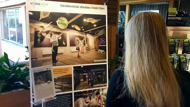 Plakát, který představoval na soutěžní expozici Vodní dům.