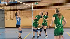 Volejbalový turnaj žen v nové týnecké sportovní hale.