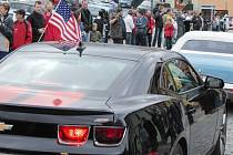 Spanilá jízda akce s názvem První jarní bublání přivádí majitele amerických aut i do Vlašimi.