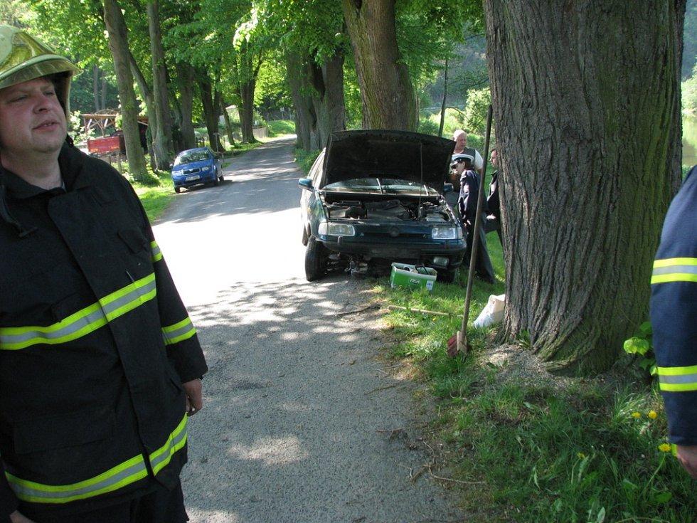 Kromě hasičů na místo přijela dopravní policie i technik z kriminálky