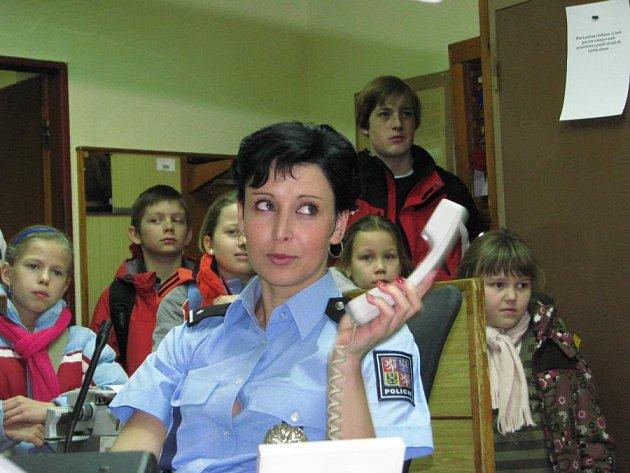 Školáci z postupické školy na návštěvě na benešovském obvodním oddělení