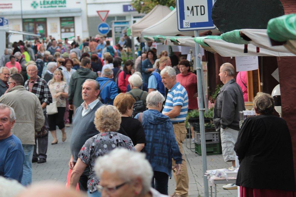 Letošní pátý farmářský trh v Benešově se konal v sobotu 15. září od 8 do 12 hodin.