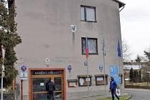 Mateřská škola v Ratměřicích, kde sídlí obecní úřad a v přízemí jsou garáže s požární technikou, se podrobuje postupně komplexní přestavbě.