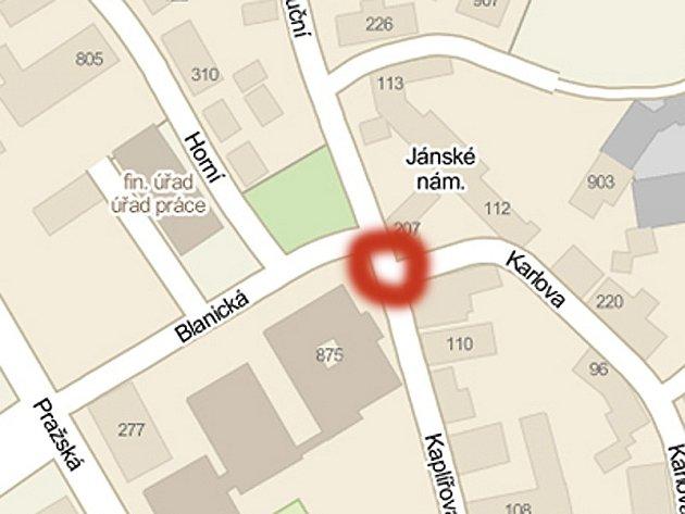 Ke zranění seniorky návěsem došlo ve Voticích v pondělí 28. ledna před polednem na Jánského náměstí.