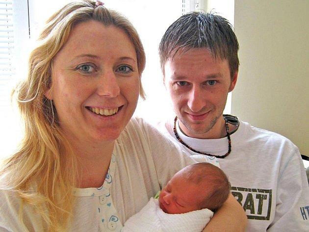 Mia Granátová se narodila manželům Miladě a Jiřímu 17. března deset minut před devátou hodinou ráno. Vážila 2,54 kilogramu a měřila 48 centimetrů. Doma v Benešově se už na miminko všichni těší.