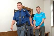 Policejní vyšetřovatelé jsou přesvědčeni, že obžalovaní nemluví pravdu.