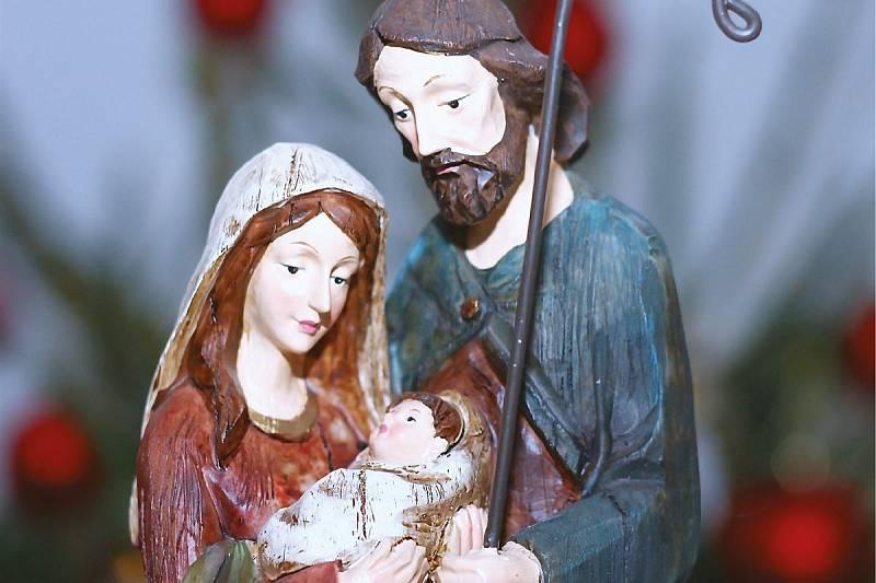Jednou z výstav Kladenského zámku, kterou si lidé mohou prohlédnout na internetu, je výstava Králické betlémy a další vánoční artefakty.