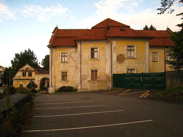 Votický zámek je na prodej za sedm a půl milionu.