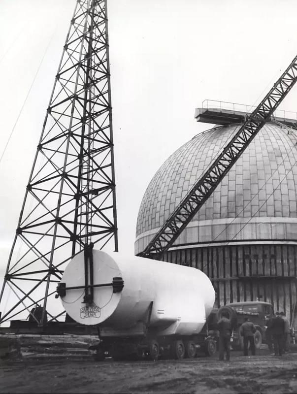 V roce 1966 přivezli do hvězdárny nový dalekohled.