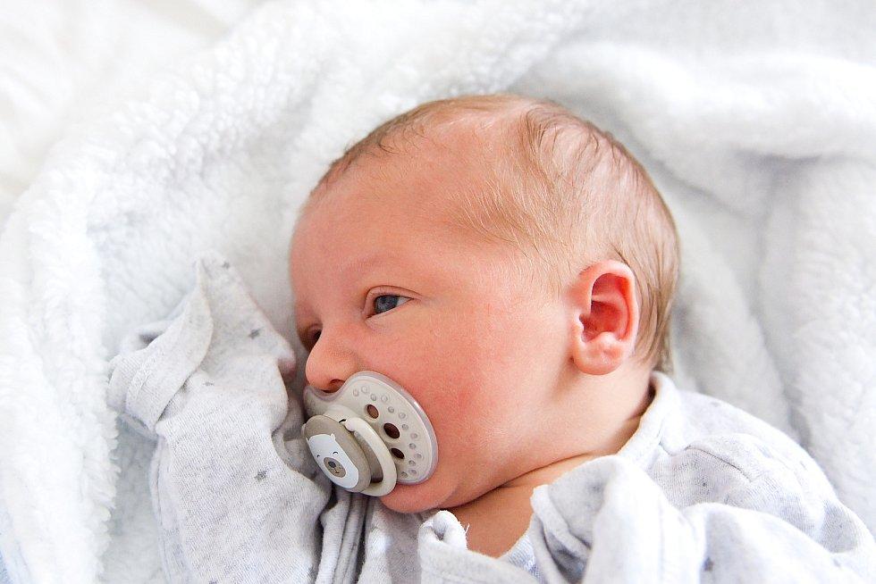 Timothy Steiniger se narodil v nymburské porodnici 17. dubna 2021 v 5.48 hodin s váhou 3640 g a mírou 48 cm. Ve Velkých Chvalovicích se na prvorozeného chlapečka těšili maminka Lucie a tatínek Lukáš.