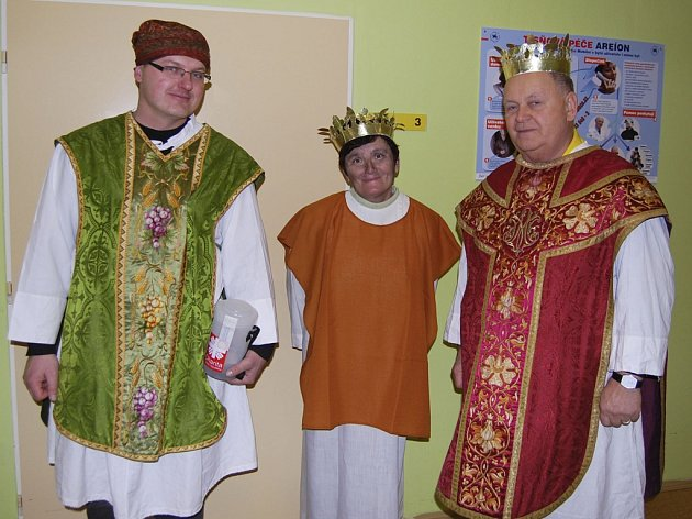 Tři králové navštívili i benešovskou nemocnici.