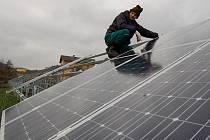 Objeví se panely vyrábějící elektřinu ze slunečního záření také u Divišova? Ilustrační foto.