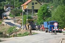 Finále budování kanalizace v Peceradech. Teď nejen Pecerady čeká nejspíš další kopání silnic a omezení dopravy.