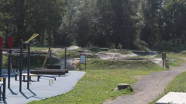 Prostor v lokalitě Na Sladovce v Benešově zatraktivní další hřiště, tentokrát pro vyznavače skateboardingu.