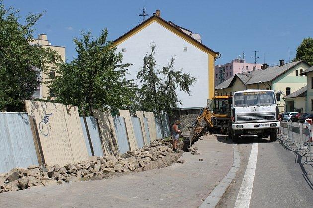 Výstavba nového oplocení u MŠ Berušky.