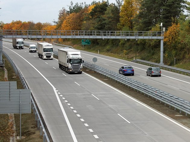 Modernizace dálnice D1 mezi Hvězdonicemi a Ostředkem je hotová. Příští rok začne rozšíření úseku mezi Mirošovicemi a Hvězdonicemi.